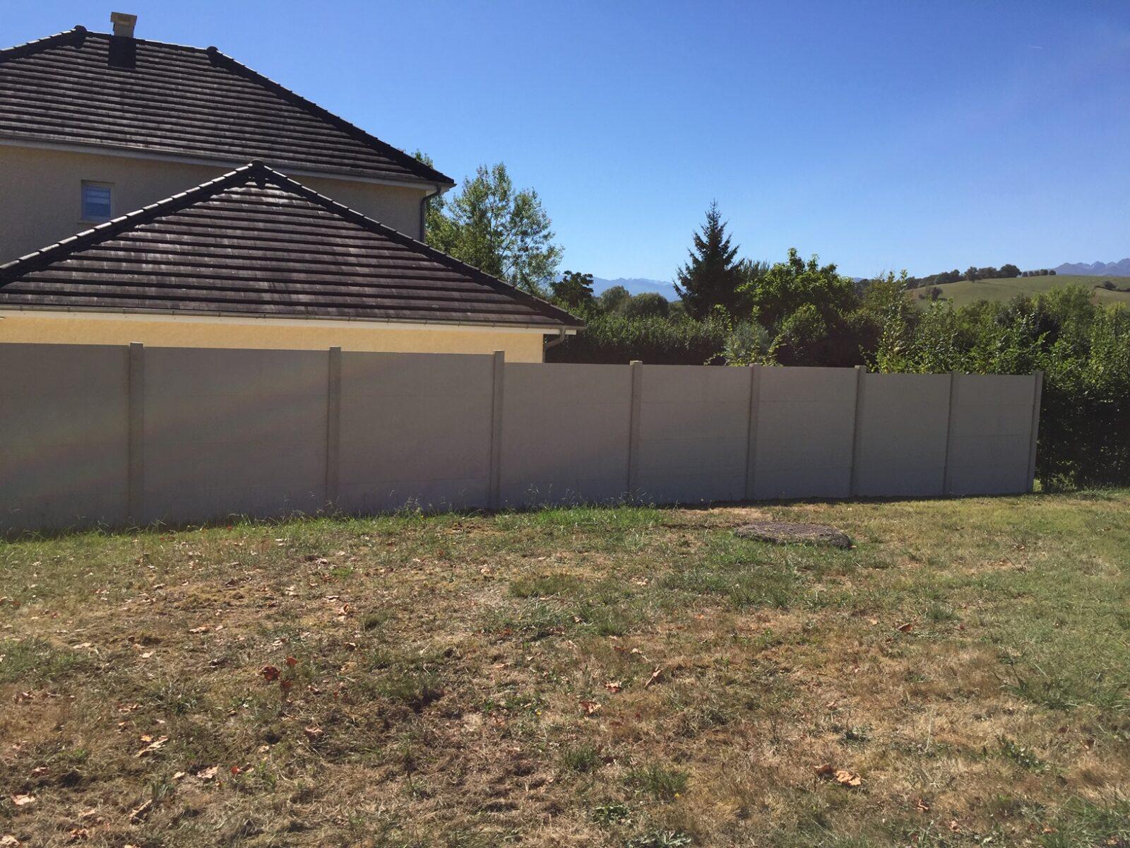 29 ml clôture béton lisse HT 2m00 ton pierre à Bassussary