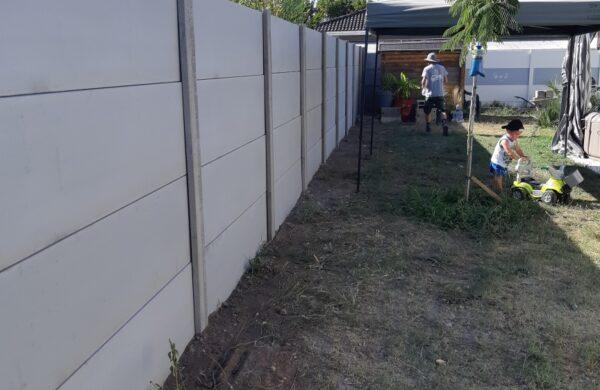26ml Clôture béton lisse ht 2m00 ton gris à Cadaujac