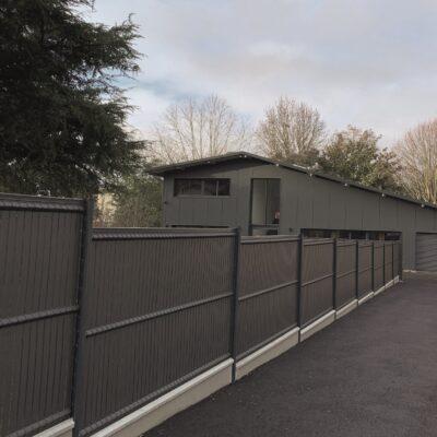 Clôture panneaux rigides avec kit d'occultation PVC coloris gris anthracite à Floirac